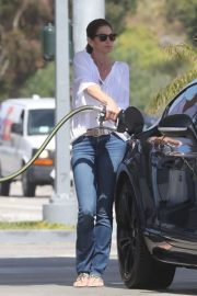Cindy Crawford in Jeans at a gas station in Malibu