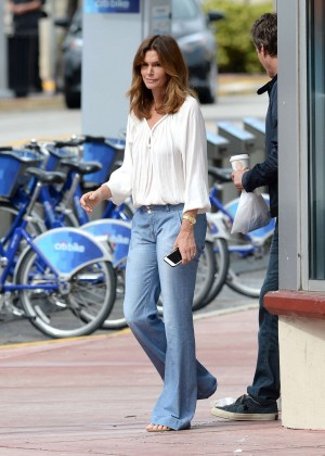 Cindy Crawford in Jeans in Miami