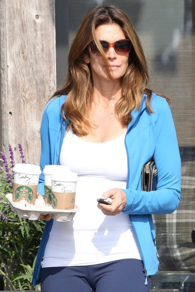 Cindy Crawford in Leaggings at Starbuck's in Malibu