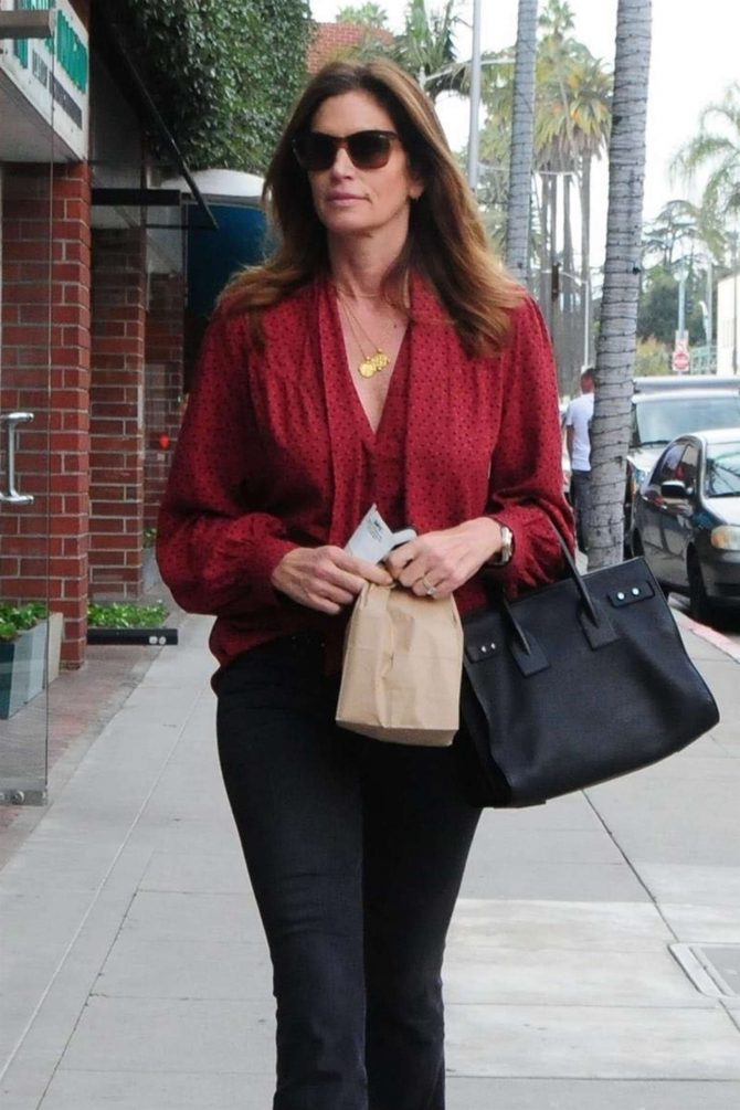 Cindy Crawford – Leaving a doctors office in Beverly Hills
