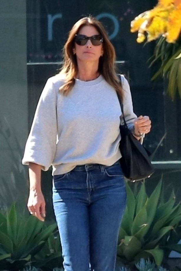 Cindy Crawford - Leaving Cafe Habana in Malibu
