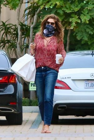 Cindy Crawford - Leaving the Cafe Habana in Malibu