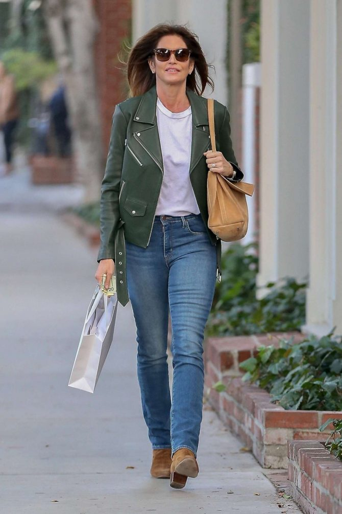 Cindy Crawford – Shopping in West Hollywood