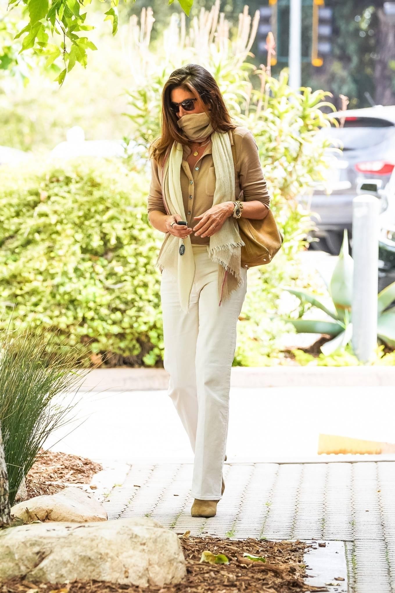 Cindy Crawford 2021 : Cindy Crawford – Visit Cafe Habana in Malibu-01