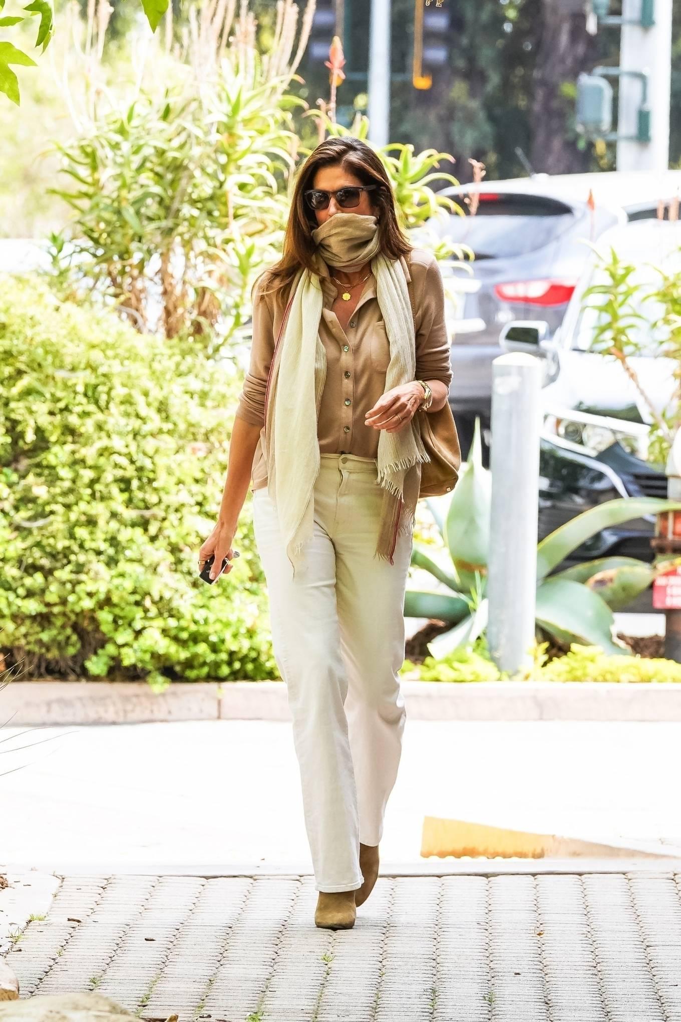 Cindy Crawford 2021 : Cindy Crawford – Visit Cafe Habana in Malibu-07