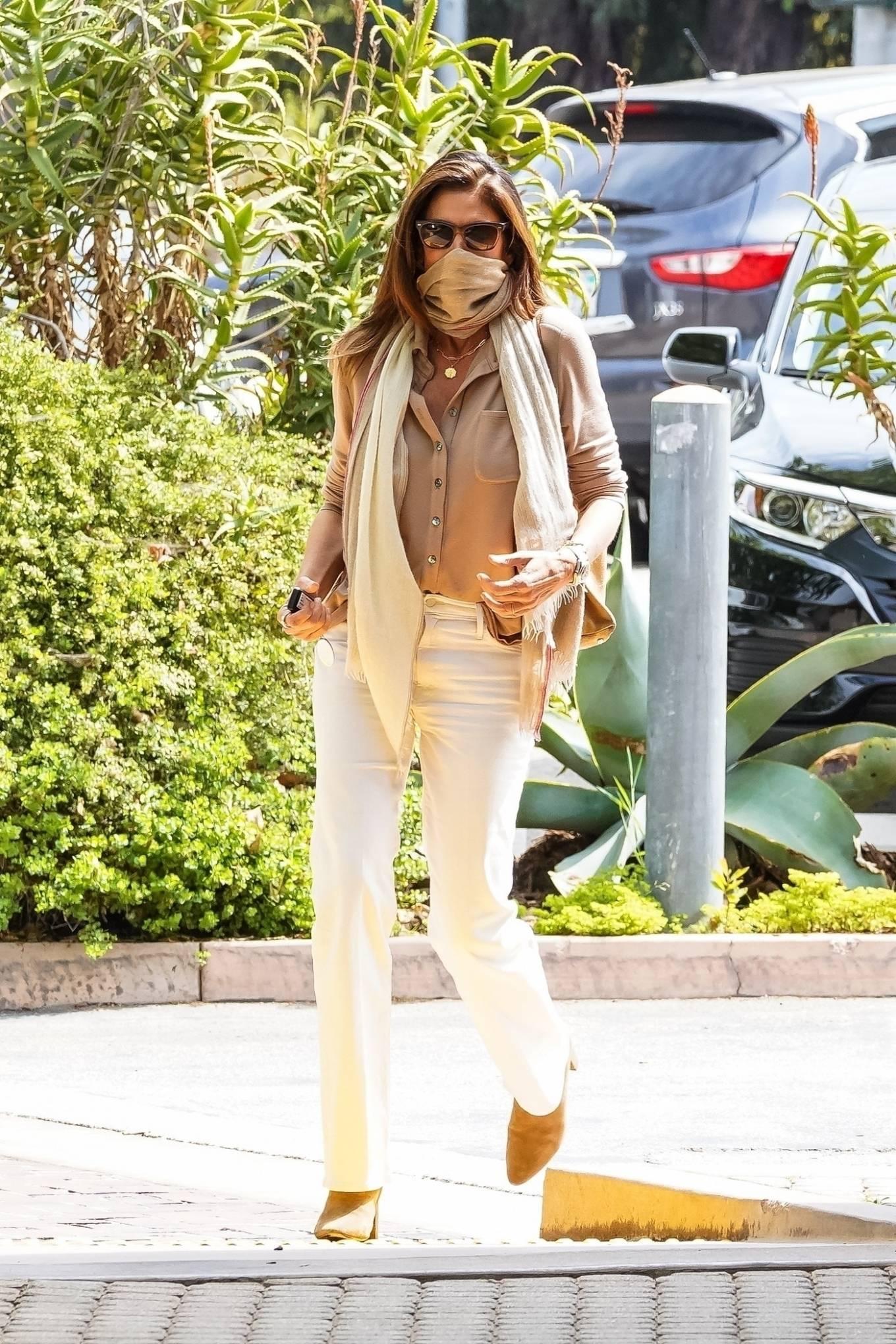 Cindy Crawford 2021 : Cindy Crawford – Visit Cafe Habana in Malibu-12