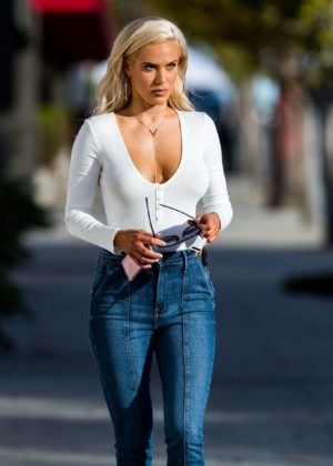 CJ Lana Perry in Skinny Jeans Shopping in Los Angeles