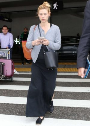 Claire Danes - Arrives at LAX Airport in Los Angeles