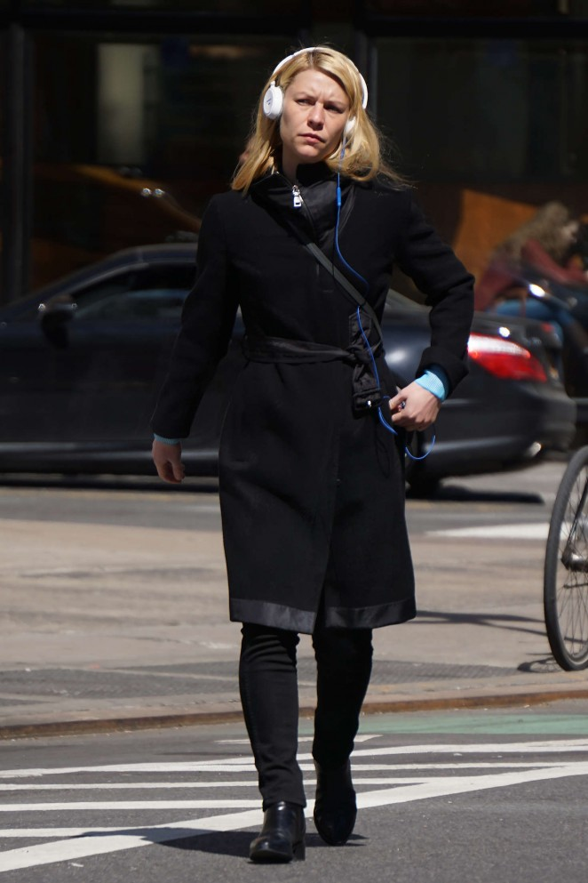 Claire Danes Arrives To Broadway in NY