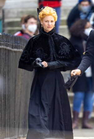 Claire Danes - Filming in London