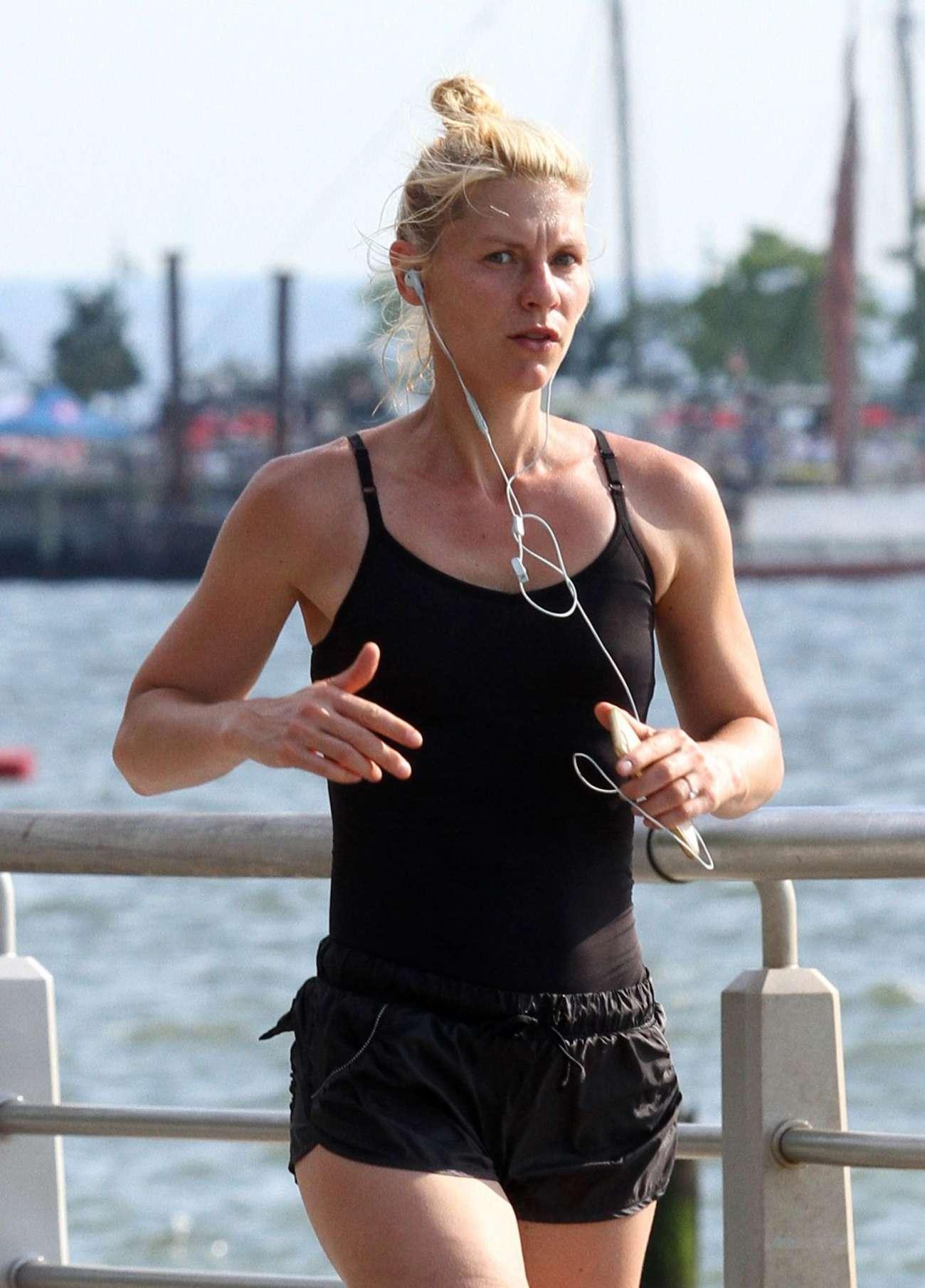 Claire Danes 2016 : Claire Danes in Shorts Jogging -04