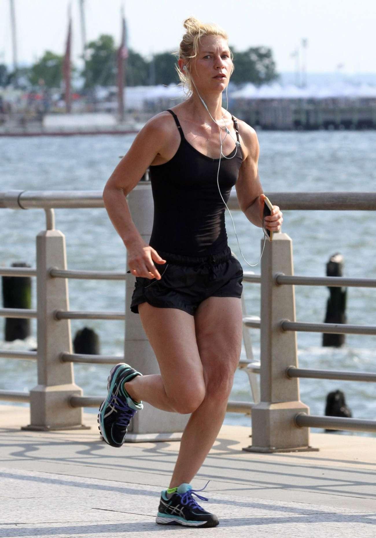 Claire Danes 2016 : Claire Danes in Shorts Jogging -06