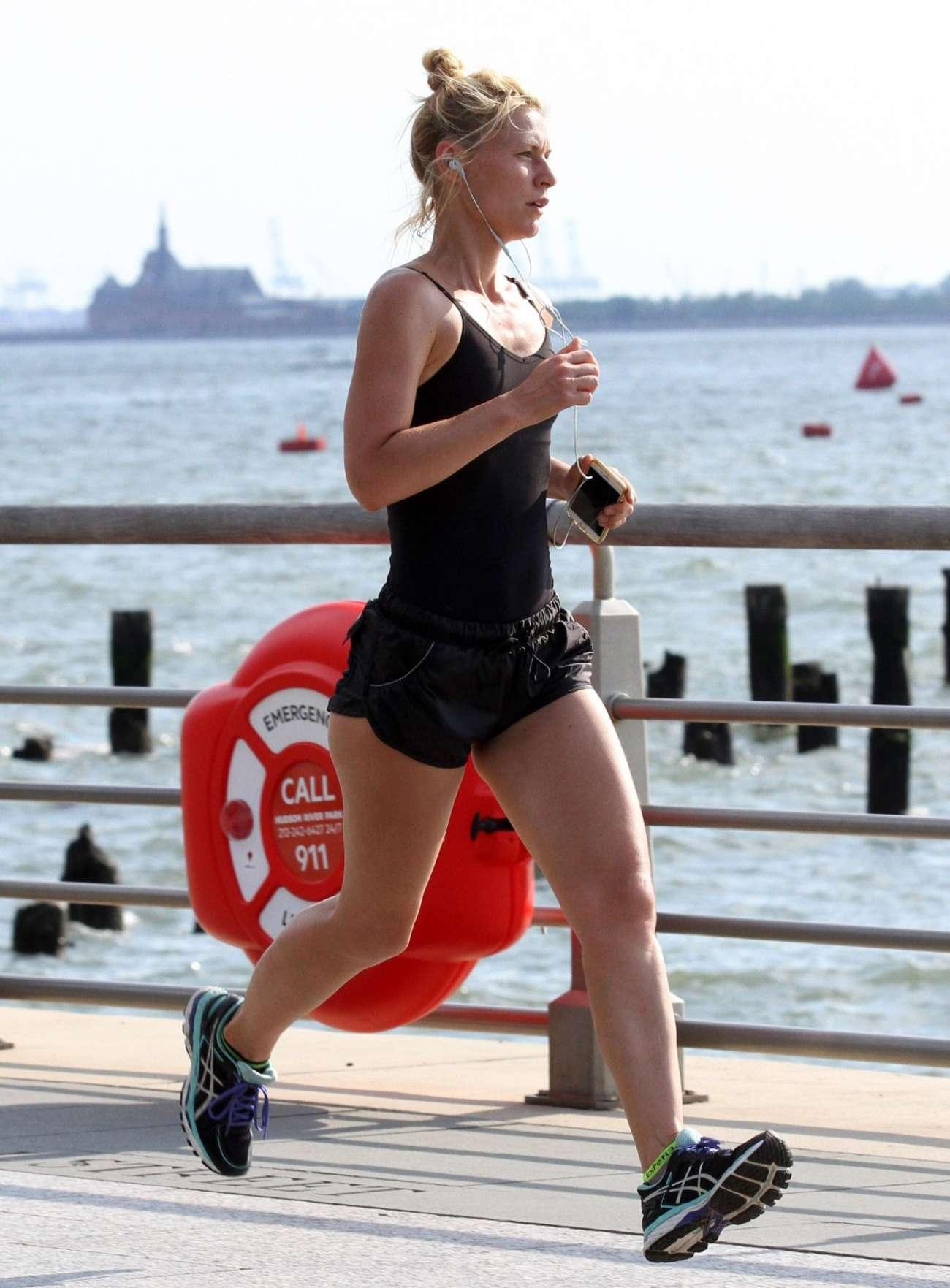Claire Danes 2016 : Claire Danes in Shorts Jogging -13