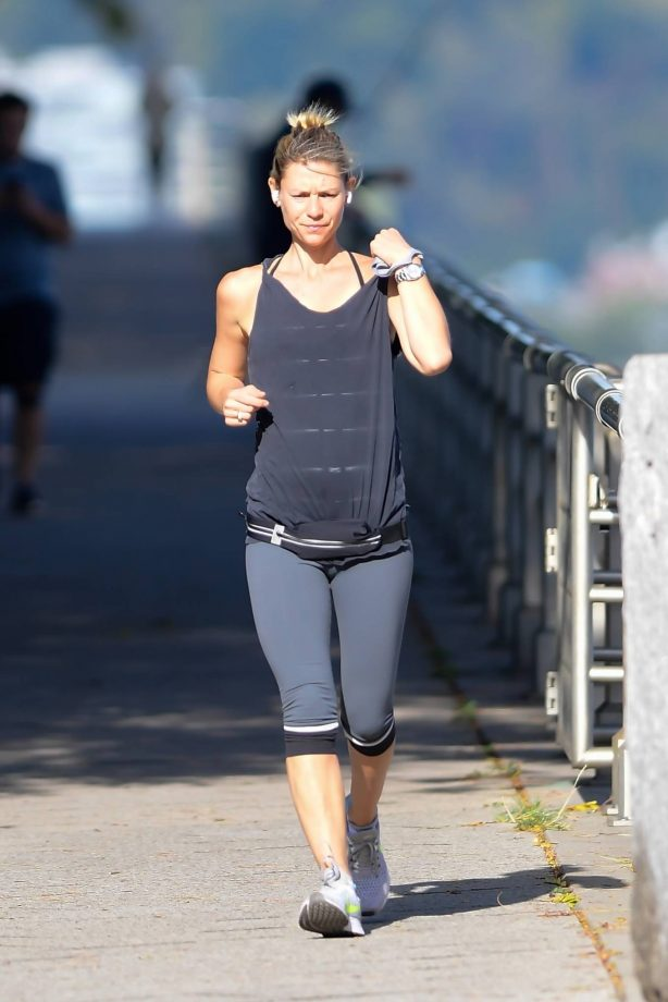 Claire Danes - Jogging candids in New York