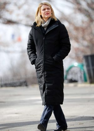 Claire Danes on set of 'Homeland' in Brooklyn