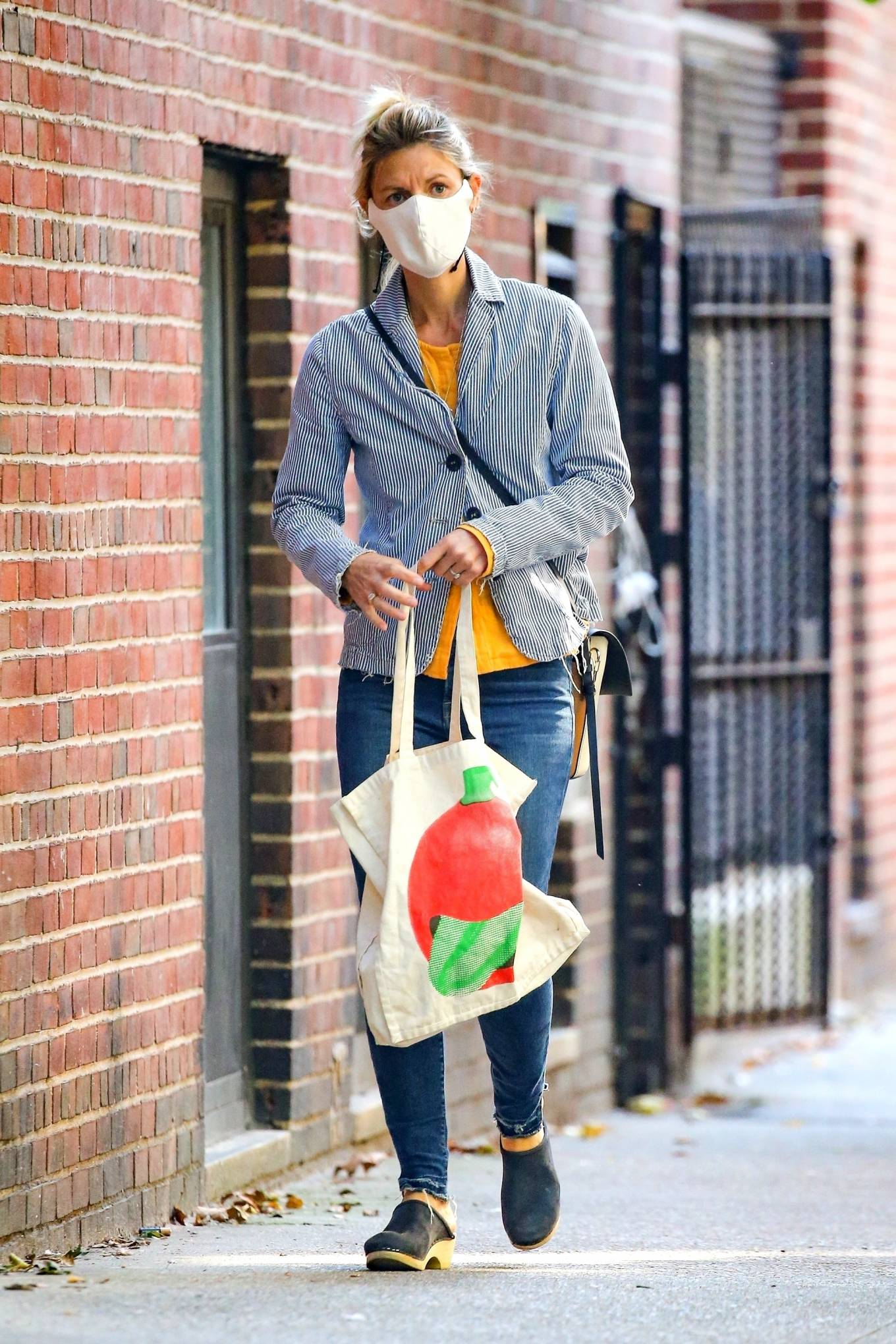 Claire Danes - Running errands in New York