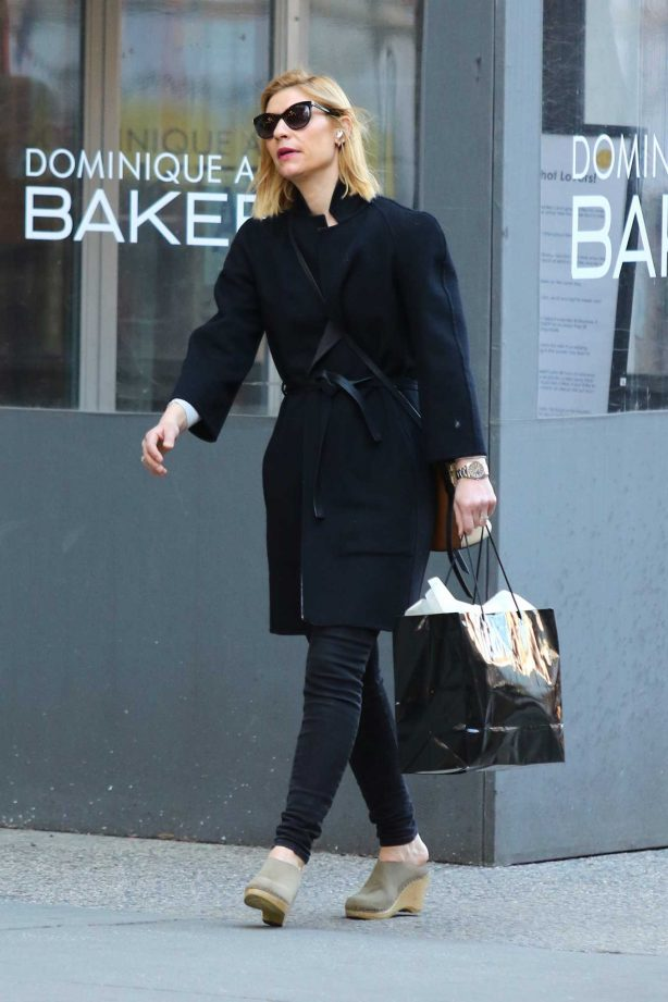 Claire Danes - Shopping in Soho