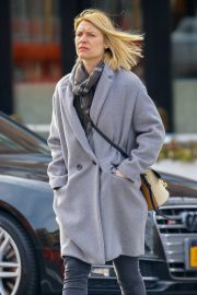 Claire Danes - Strolling in the West Village