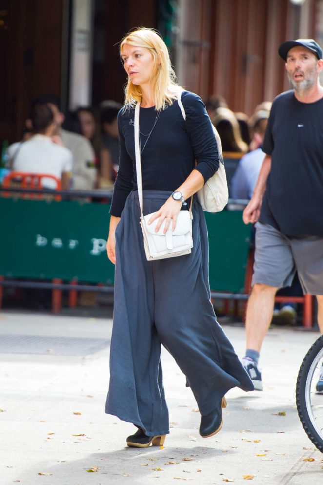 Claire Danes walking around SoHo in NYC