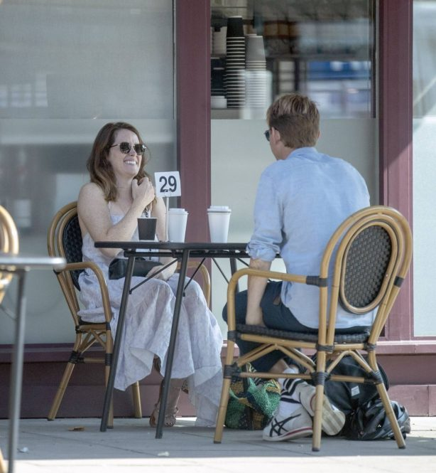 Claire Foy - Enjoy a coffee with a friend in Hampstead - North London