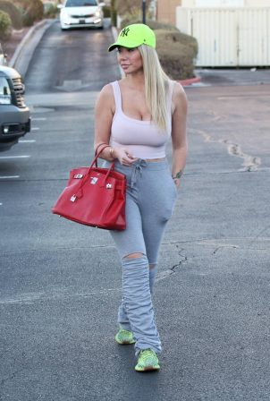 Claudia Fijal - Carries a Hermes Birkin handbag at Trader Joe's in Las Vegas