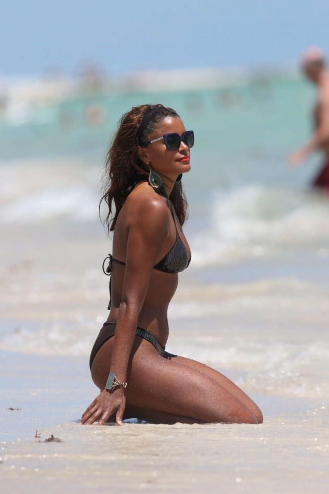 Claudia Jordan in Bikini -07