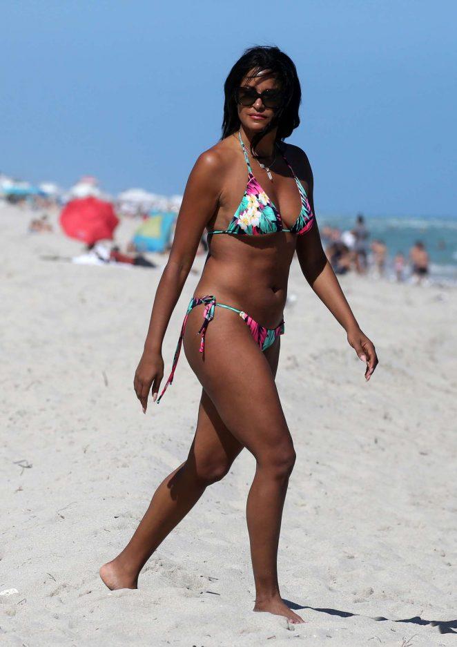 342fc7eaf29b Claudia Jordan in Colorful Bikini 2018 -04 – GotCeleb