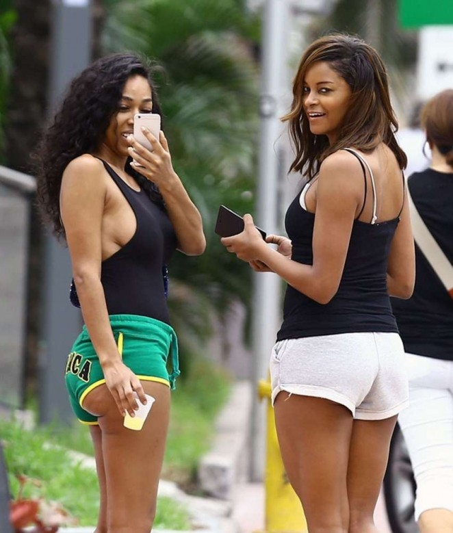 Claudia Jordan in Short Shorts -12