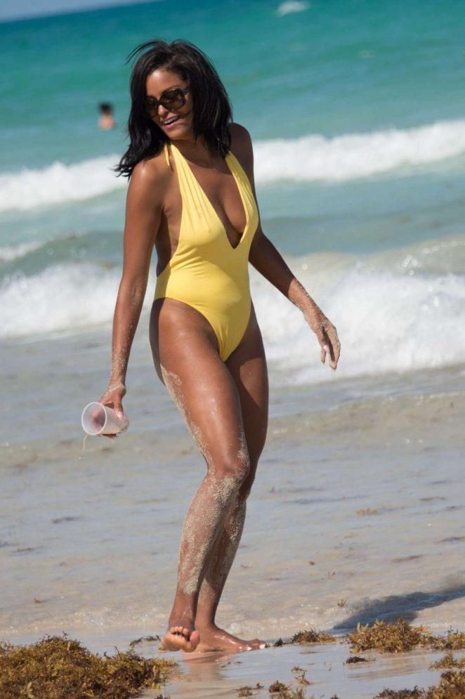 891f55fbbd1a Claudia Jordan in Yellow Swimsuit 2018 -05 – GotCeleb