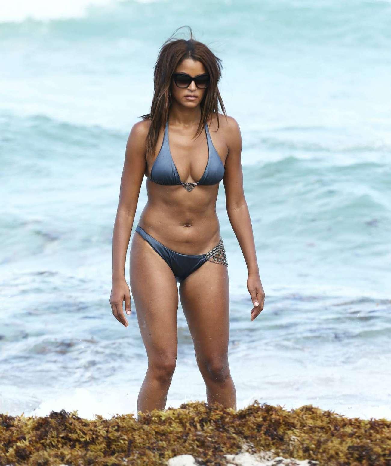 Erika Jordan posando en bikini en la playa XnoStarscom