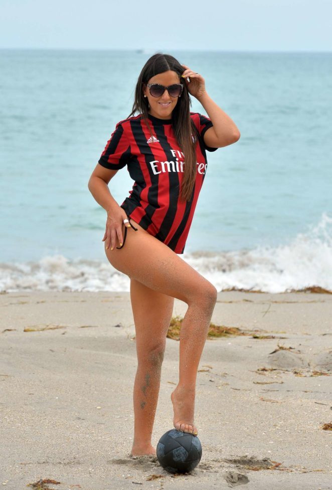 Claudia Romani – Bikini Shoot at Miami Beach