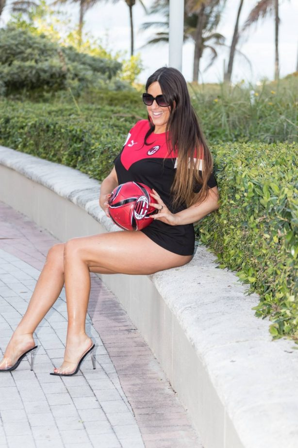 Claudia Romani - Out in Miami