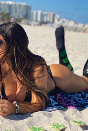 Claudia Romani - Posing on the beach for St Patrick's Day in Miami