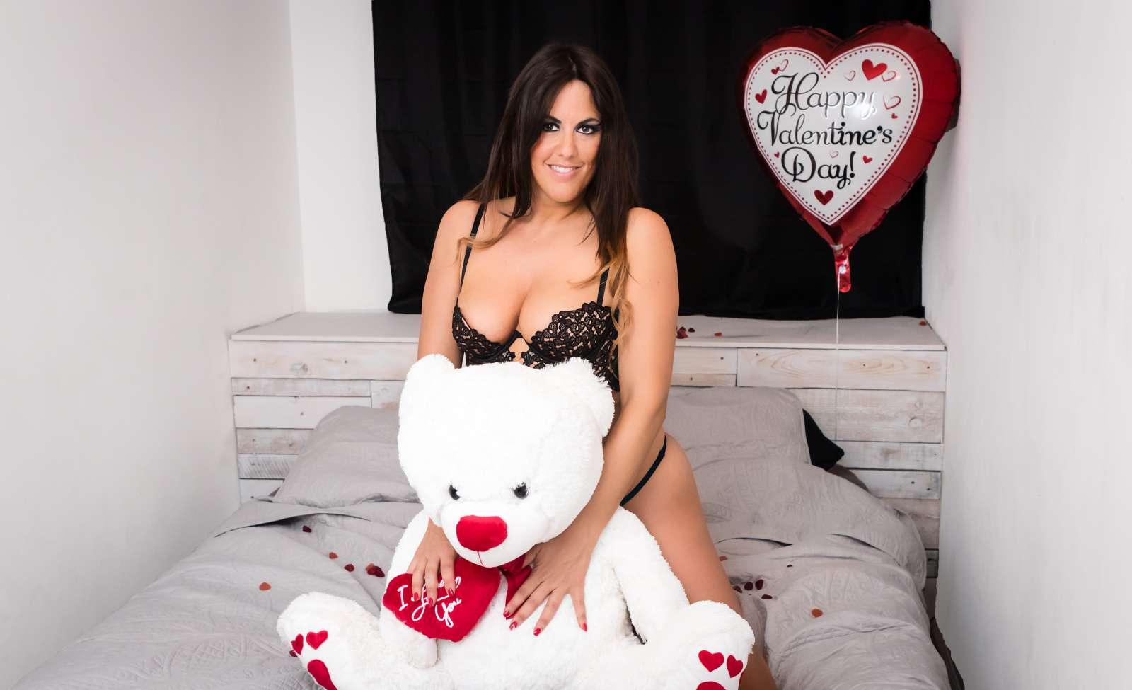 Claudia Romani Valentines Day Photoshoot  05
