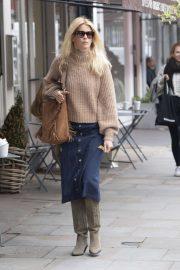 Claudia Schiffer - Shopping in Notting Hill