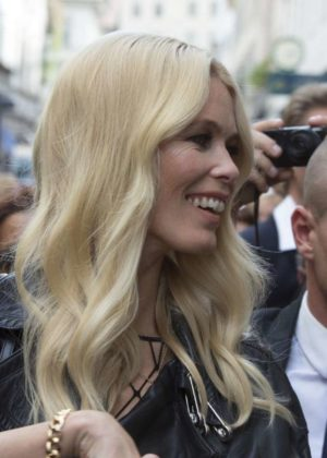 Claudia schiffer visits the versace store in milano for Donatella versace beach