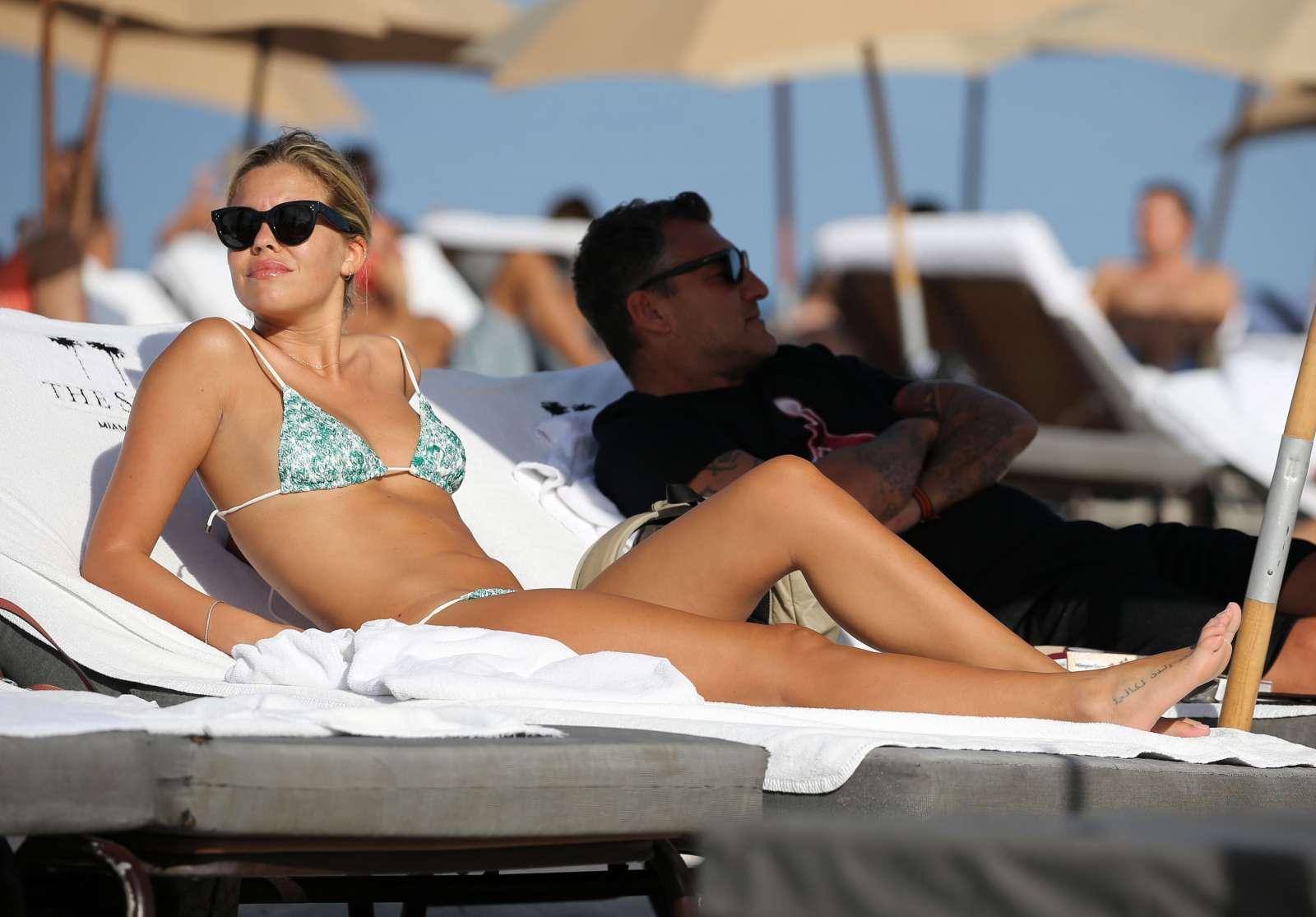 Constance Caracciolo 2017 : Constance Caracciolo in Bikini Sunbathing -10