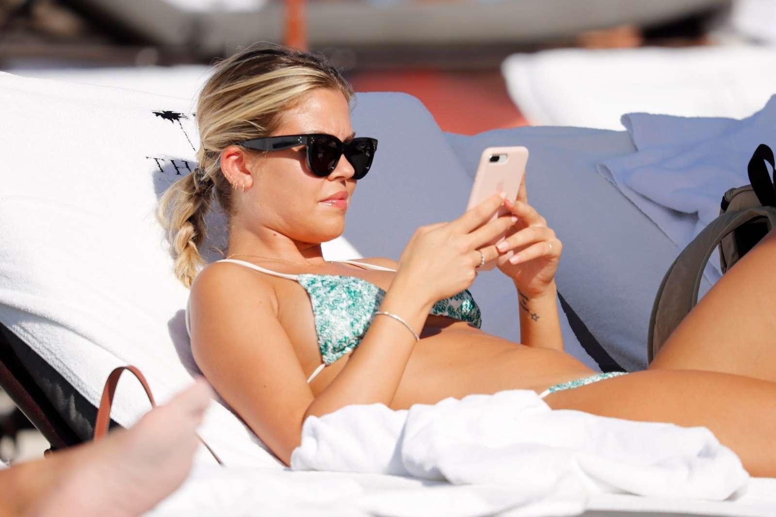 Constance Caracciolo 2017 : Constance Caracciolo in Bikini Sunbathing -15