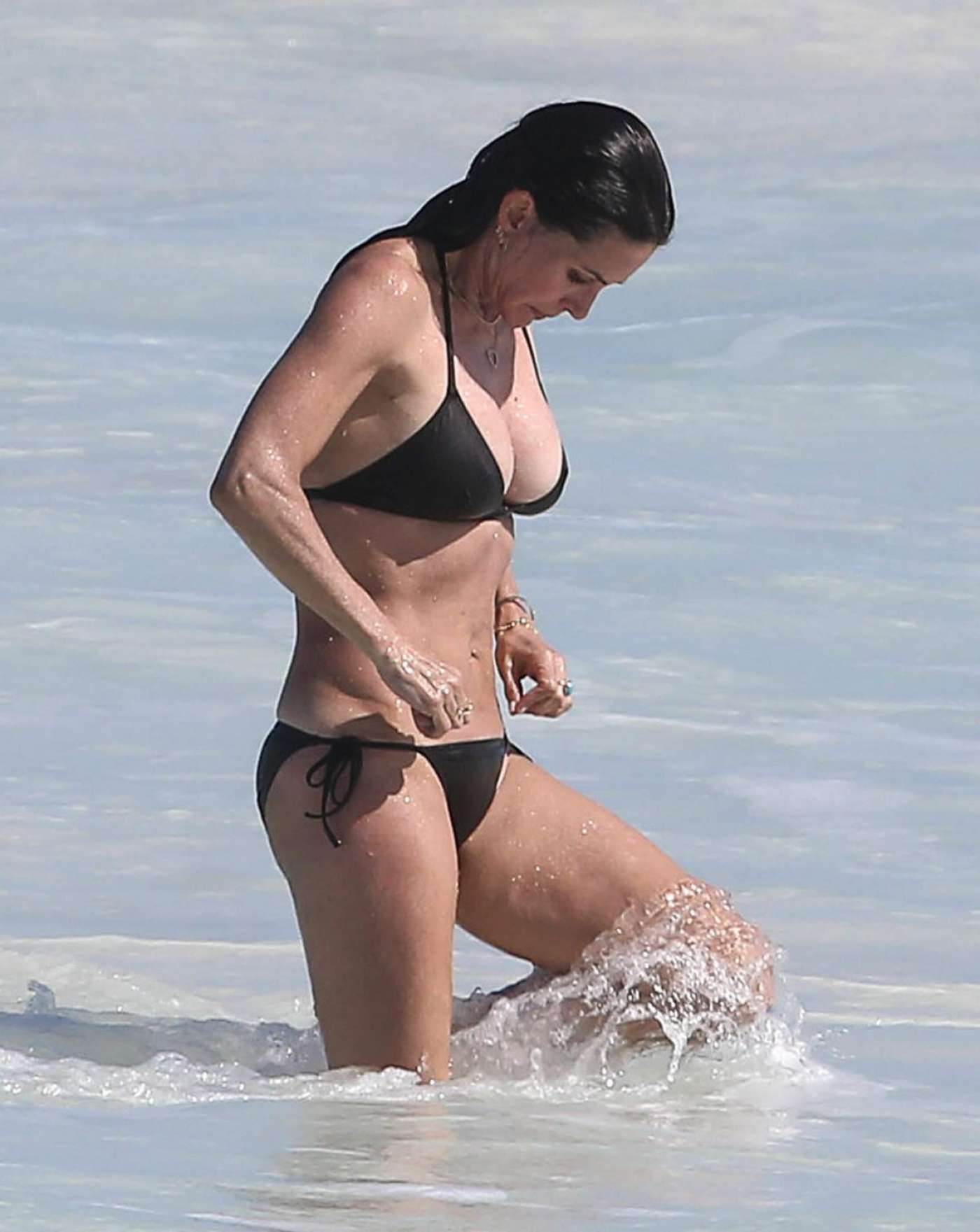 Courteney cox sizzles in bikini while on beach with co