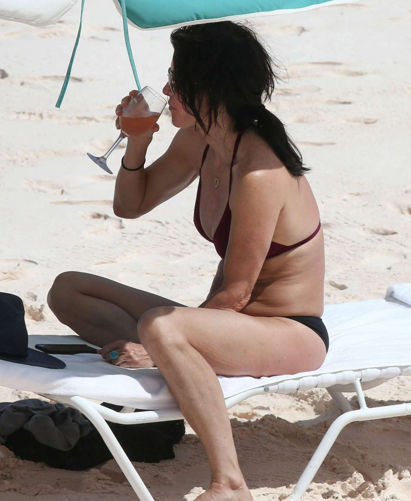 Eiza gonzalez bikini pool in honolulu - 4 2