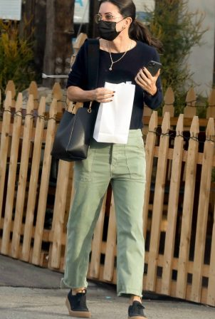 Courteney Cox - Seen at Marmalade Cafe in Malibu