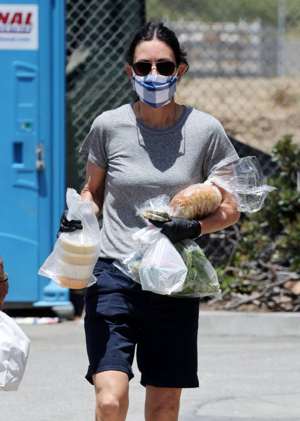 Courteney Cox - Shopping at the Malibu Farmer's Market in Malibu