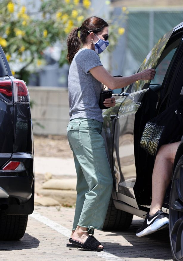 Courteney Cox - Shopping candids at Malibu