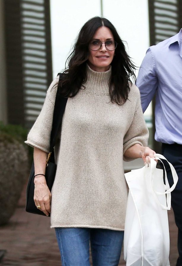Courteney Cox - Shopping on Melrose Place in West Hollywood