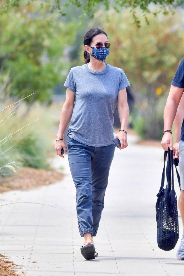 Courteney Cox - Wears a 'Vote' printed mask in Malibu