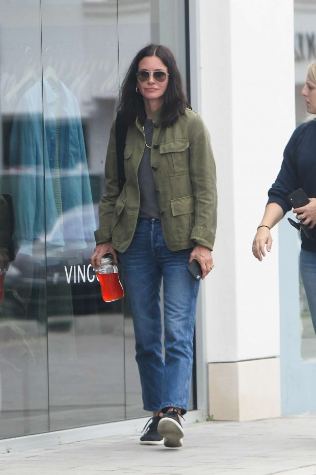 Courtney Cox - Shopping at Whole Foods in Los Angeles