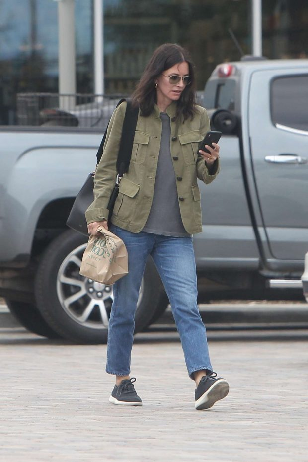 Courtney Cox: Shopping at Whole Foods-10