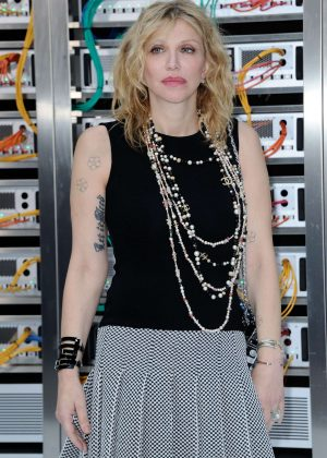 Courtney Love - Chanel Show Spring Summer 2017 in Paris