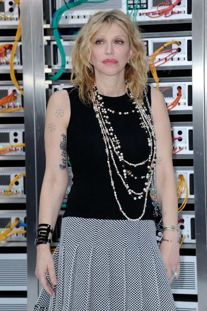 Courtney Love – Chanel Show Spring Summer 2017 in Paris
