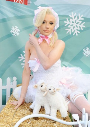 Courtney Stodden - Peta Photo Op in Hollywood
